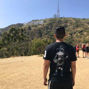 Nos jeunes en extase devant le signe Hollywood