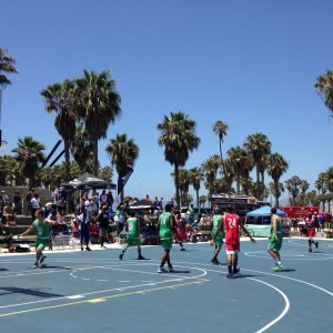 Tournoi de basket à Venice Beach